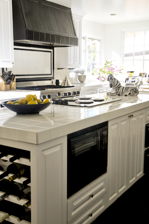 #DIY - A little bit of paint is all this kitchen really needed | @DLRhein