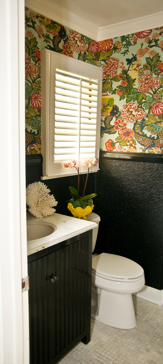 A bathroom makeover that would make any 13 year old smile from ear to ear @ DL Rhein | www.dlrhein.com