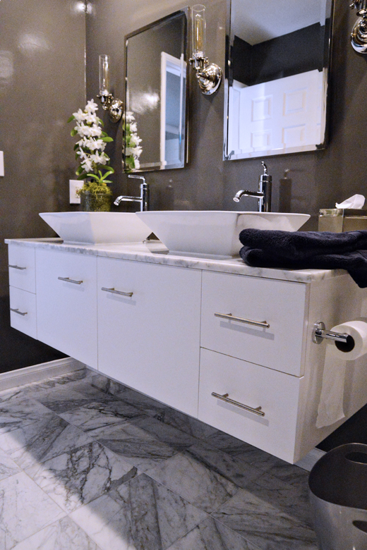 A young teens bathroom was in desperate need of a makeover. Click here to read how easy it is to get this sleek look  #makeover #bathroom #interiordesign | @D.L. Rhein