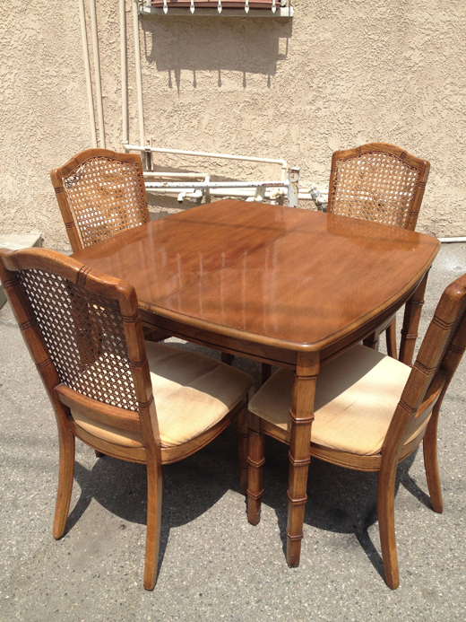 Vintage Dining Set gets a much needed #makeover #vintage #gametable #interiordesign #dlrhein | @D.L. Rhein