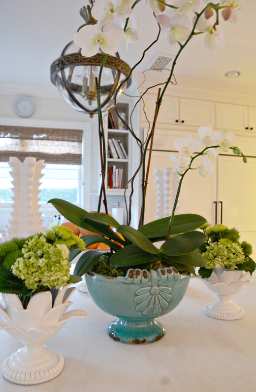 Orchids, Mums, and Cabbage Leaves work beautifully in this monochromatic palatte | @D.L. Rhein