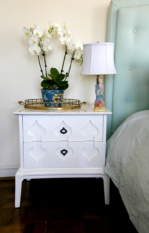 Vintage nightstand lacquered in white | Vintage Accessories | #dlrhein