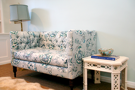 Tufted Loveseat perfect for a bedroom #dlrhein