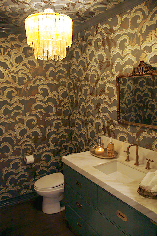 POWDER ROOM | D.L. RHEIN #walnutwallpaper #wallpaper #vintage #chandelier #grey #gilded #brass #dlrhein